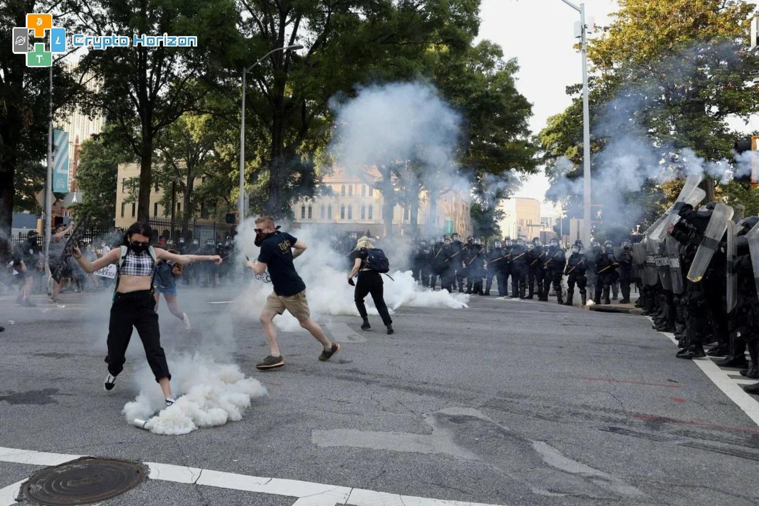 المحتجون